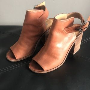 Steve Madden Shoes - Steve Madden leather cognac sandal size 7